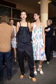 chalayan-spring-2016-backstage-fashion-show-the-impression-44