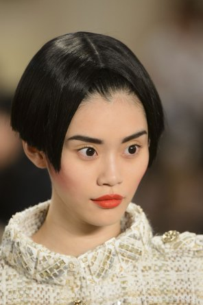 chanel-close-ups-fall-2015-couture-show-the-impression-068