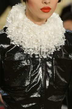 chanel-close-ups-fall-2015-couture-show-the-impression-140