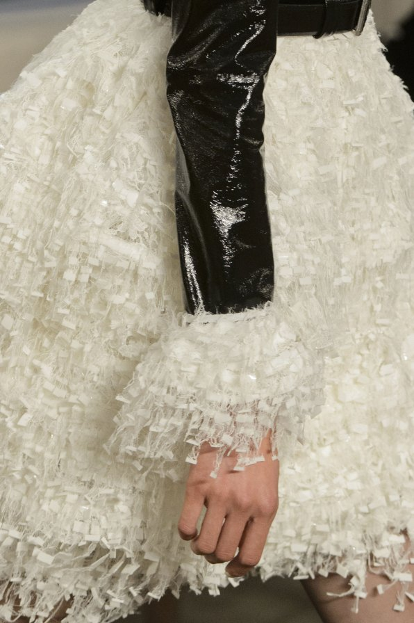 chanel-close-ups-fall-2015-couture-show-the-impression-143