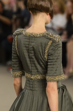 chanel-close-ups-fall-2015-couture-show-the-impression-153