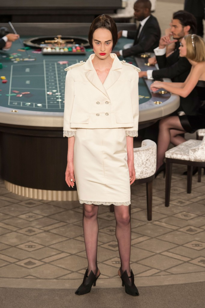 chanel-fall-2015-couture-show-the-impression-029