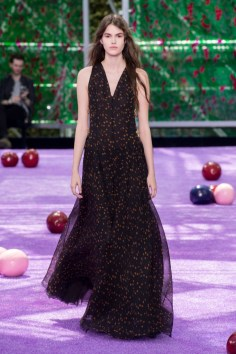 dior-fall-2015-couture-the-impression-020-682x1024