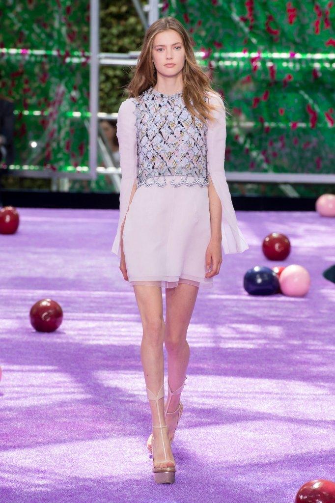 dior-fall-2015-couture-the-impression-031