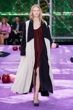 dior-fall-2015-couture-the-impression-057-682x1024