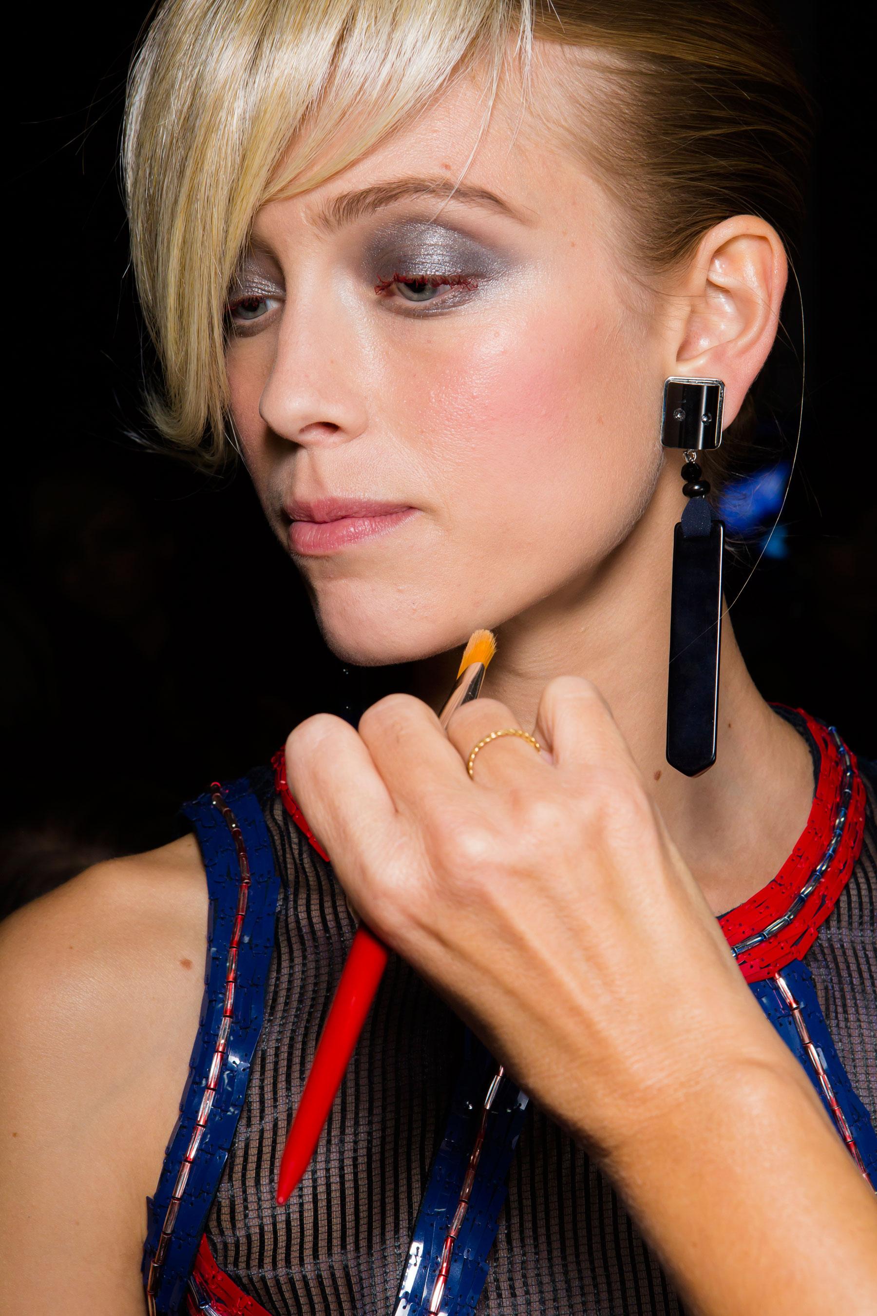 giorgio-armani-spring-2016-beauty-fashion-show-the-impression-20