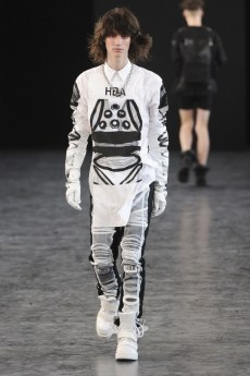 hood-by-air-fashion-show-spring-2015-the-impression-018-681x1024