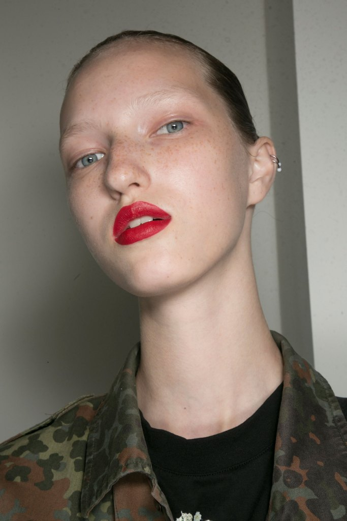 jason-wu-backstage-beauty-spring-2016-fashion-show-the-impression-13