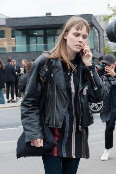london-fashion-week-day-4-street-style-spring-2016-fashion-show-the-impression-014