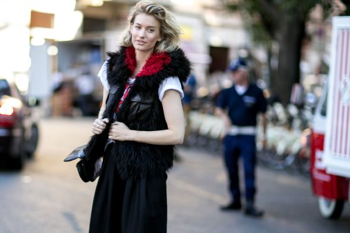 milan-fashion-week-street-style-day-3-september-2015-the-impression-050