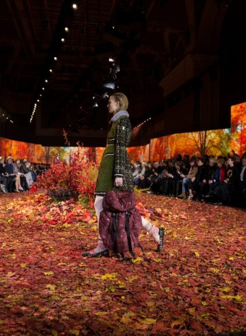 Moncler Gamme Rouge Fall 2017 Fashion Show Atmosphere