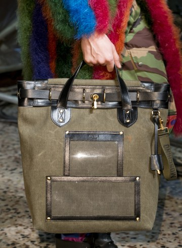 Moschino Fall 2017 Menswear Fashion Show Details