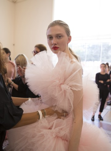 Giambattista Valli Fall 2017 Couture Fashion Show Backstage