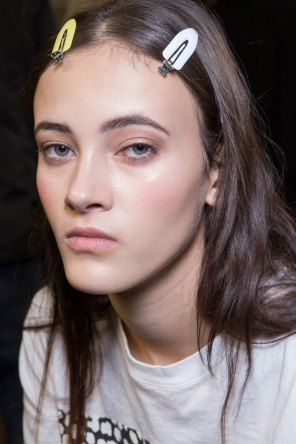 versace-backstage-beauty-spring-2016-fashion-show-the-impression-045