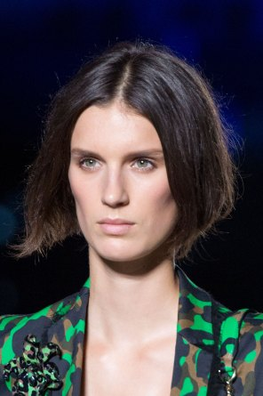 versace-runway-beauty-spring-2016-fashion-show-the-impression-007