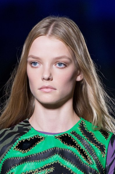 versace-runway-beauty-spring-2016-fashion-show-the-impression-008