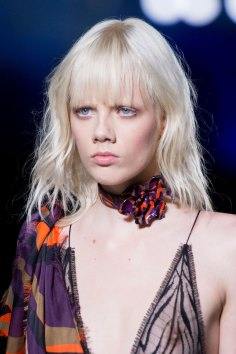 versace-runway-beauty-spring-2016-fashion-show-the-impression-017