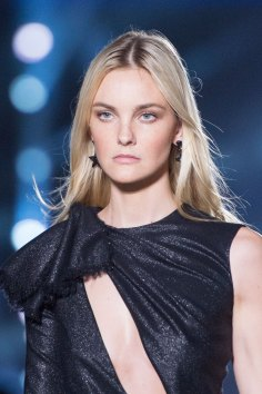 versace-runway-beauty-spring-2016-fashion-show-the-impression-018
