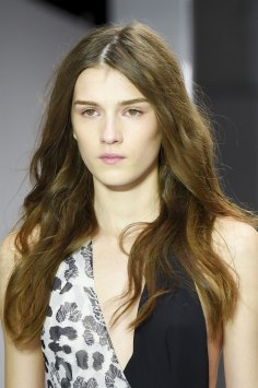 versus-runway-beauty-spring-2016-fashion-show-the-impression-012