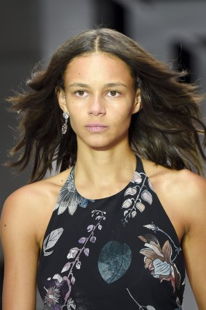 versus-runway-beauty-spring-2016-fashion-show-the-impression-031