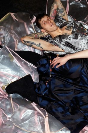 vivienne-westwood-fall-2015-ad-campaign-the-impression-03