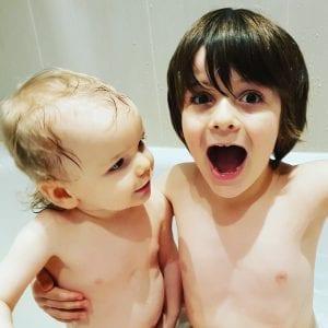 #twobrothers #bigbro #babybro #bathtime
