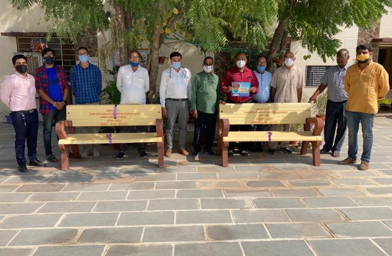 रोट्रेक्ट क्लब, बीकानेर ने जिला उद्योग संघ परिसर में ईएसआई अस्पताल में की बेंच की स्थापना