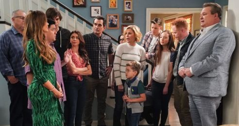 in photo a still from the show modern family, the whole caste standing in the home