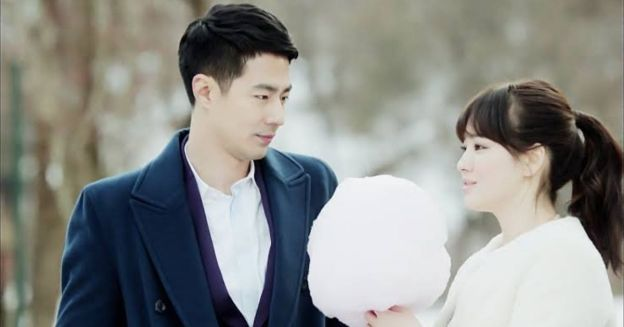 lead actors from the korean show That winter, the wind blows in a still from the movie walking on the road