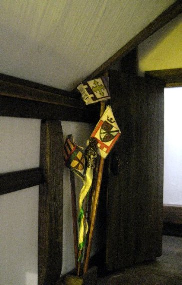 theinfill Medieval, Tudor, Jacobean 1:12 dolls house blog - the infill dolls house blog – boy's bedroom - banners and streamers for acting out games