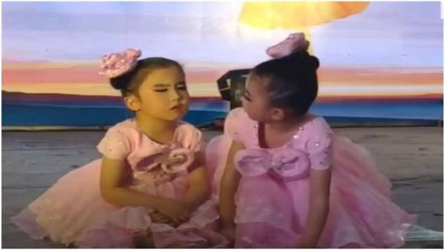 Viral – Little Girl Sleeping on Stage During Dance Performance