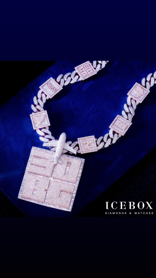 Davido boasts as he flaunts his new Diamond-encrusted customized chain (Photos)