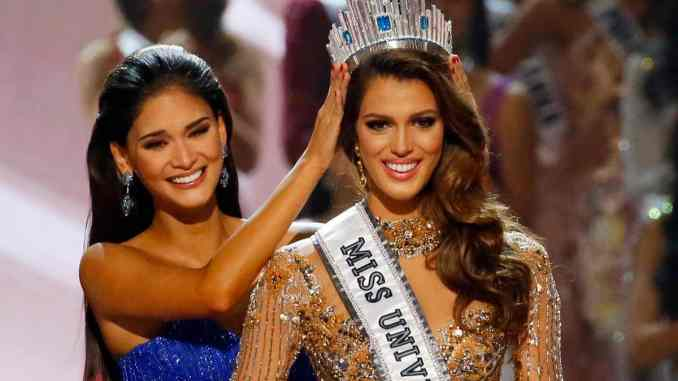 The final three contestants tonight included Miss Haiti Raquel Pelissier, Miss France Iris Mittenaere and Miss Colombia Andrea Tovar.