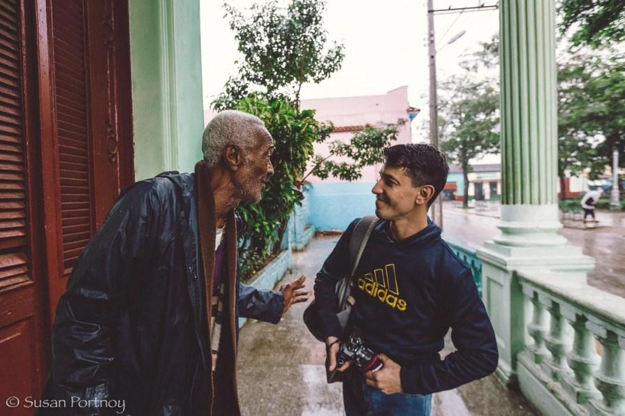 Speaking with Eduardo, the kind soul who loaned me his rain pancho.