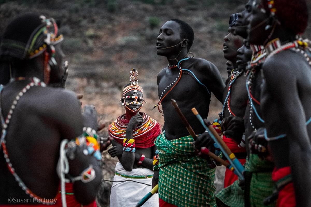 samburu-men-and-women-dance-in-kenya-3