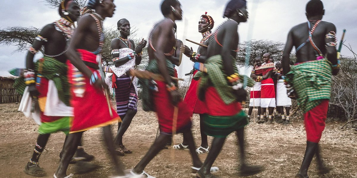 samburu-men-and-women-dance-in-kenya-7110