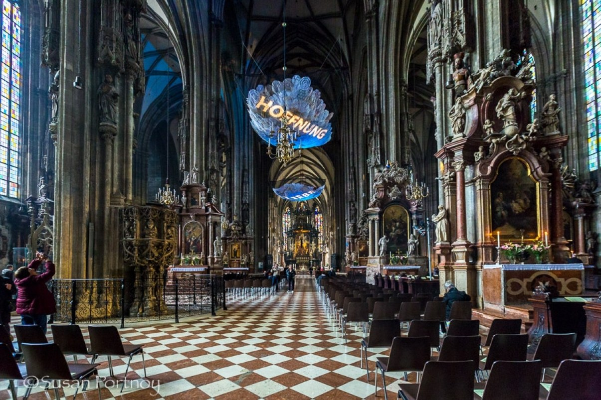 Photographing St. Stephens Cathedral in Vienna, Austria