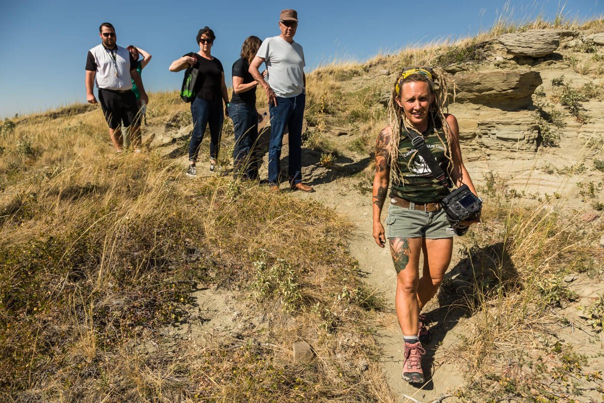 Walking to Little Diablo Hill, Finding Fossils with Wendy Sloboda- The Badland's Badass Dinosaur Hunter, Devil's Coulee, Alberta, CA