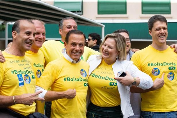 O candidato ao governo de São Paulo João Doria Jr (PSDB) indo votar no segundo turno das eleições de 2018.