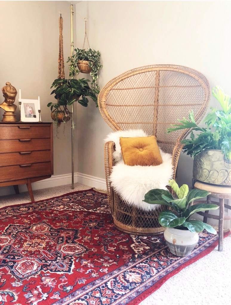 An Eclectic '70s Home Filled With Vintage Finds - Jenasie Earl | vintage peacock chair that forms part of the eclectic vintage look of this home.