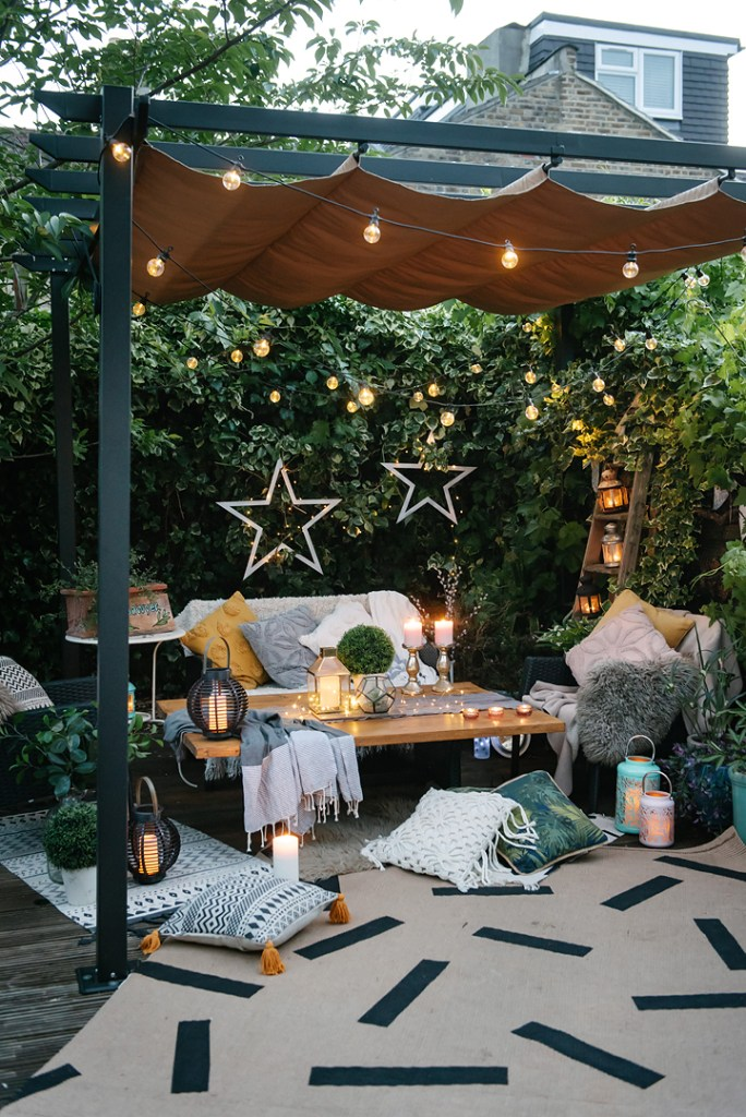 The Natural Environment, Biophilic Design, Our Homes & Our Wellbeing | Decor and styling aside, spending more time outside helps us reconnect with the natural environment and increases our wellbeing.