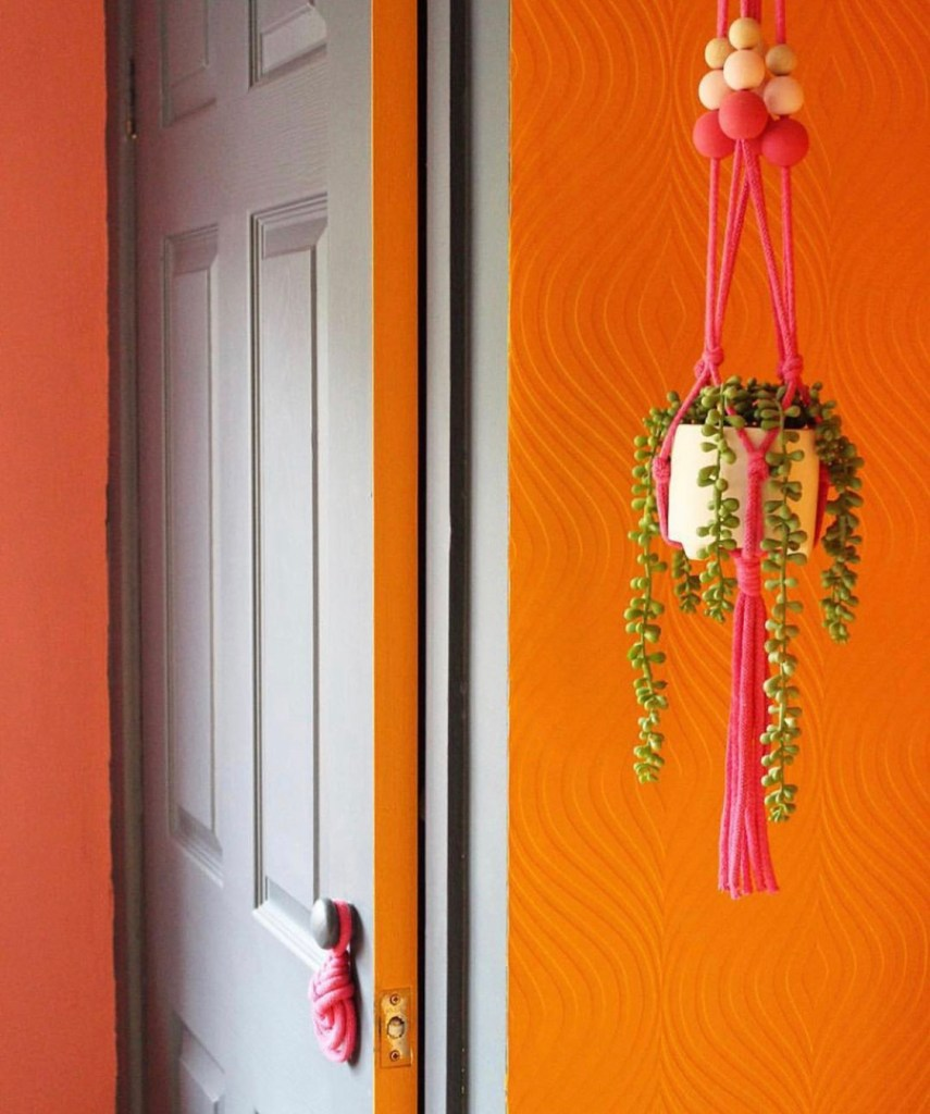 How To Use Paint Creatively In Your Home | using paint to create an element of surprise and colour pop by painting the door edge