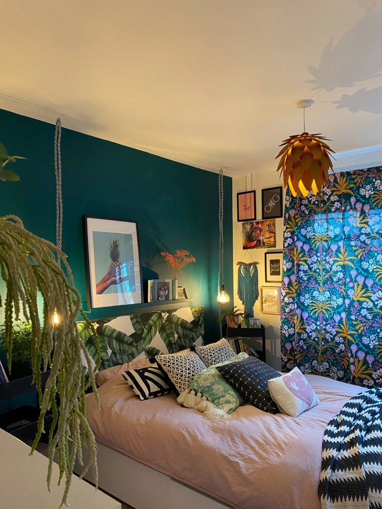 Eclectic bedroom - Colour & Pattern Filled Eclectic Home - Saara McLoughlin