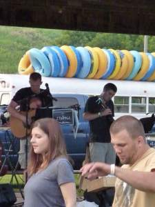 The band started the evening........