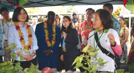 President Tsai visits Taiwan Tech mission