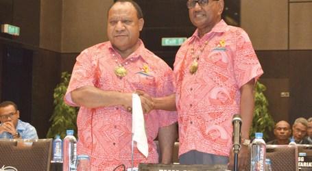 Minister Tozaka acknowledges Island Sun newspaper