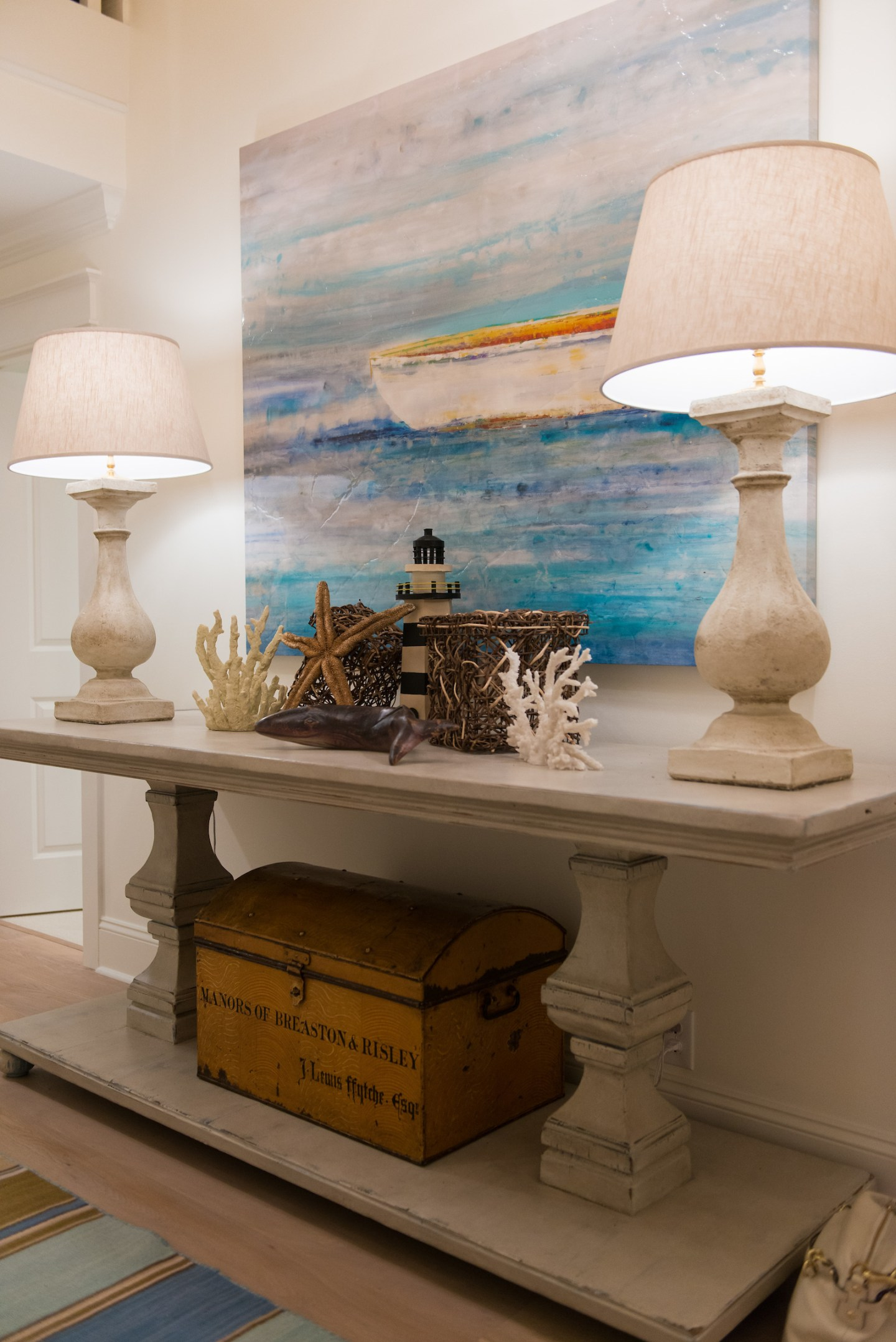 coastal-foyer-table-decor