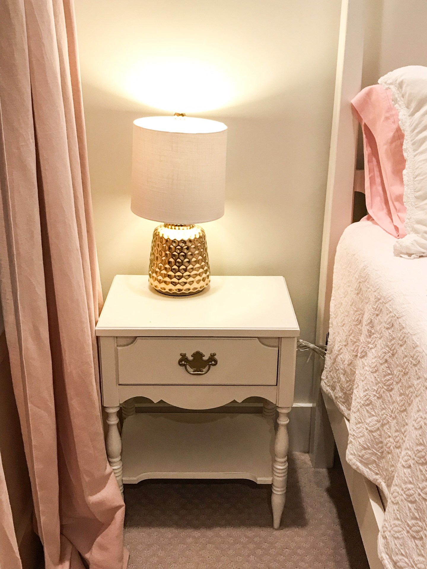 nightstand-gold-lamp-bedside-table