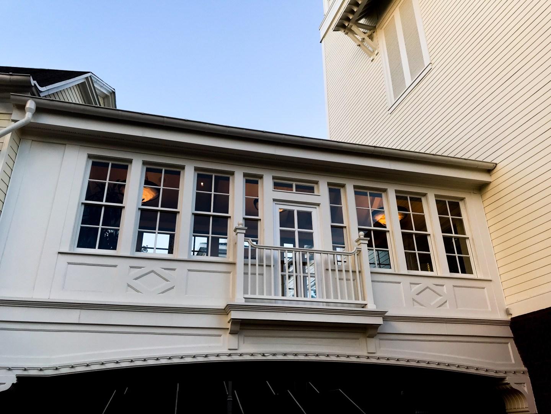 enclosed-breezeway-faux-balcony