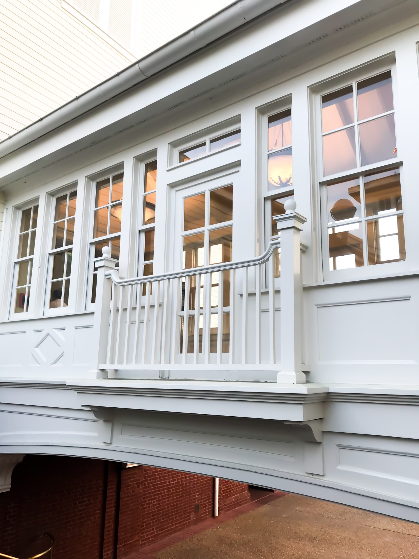 disney-boardwalk-breezeway-trim-details